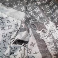 Платок Louis Vuitton серо-белый 1140
