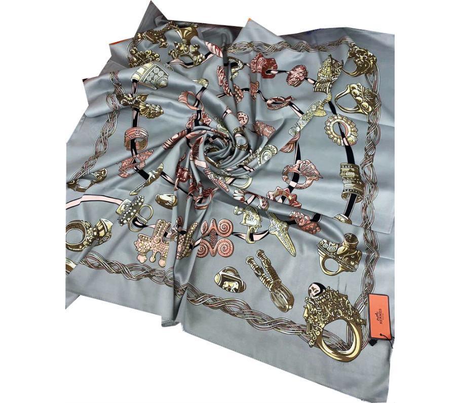 ce01b6f3c64f Шелковый платок HERMES серый 7106 в интернет магазине monbabiole.ru ...